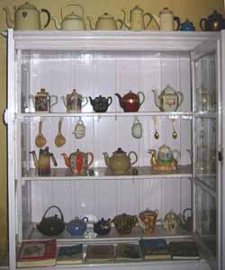 A beautiful collection of British / Indian tea pots, housed in Teapot tea house in Fort Cochin.